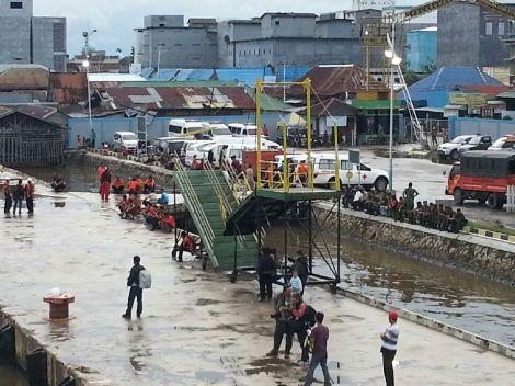 Suasana Pelabuhan Kumai (sumber Pak Mukhlis T)