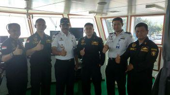 poto bersama dengan bapak carolus diatas kapal KN.KALIMASADHA P-115 (dok Pribadi)